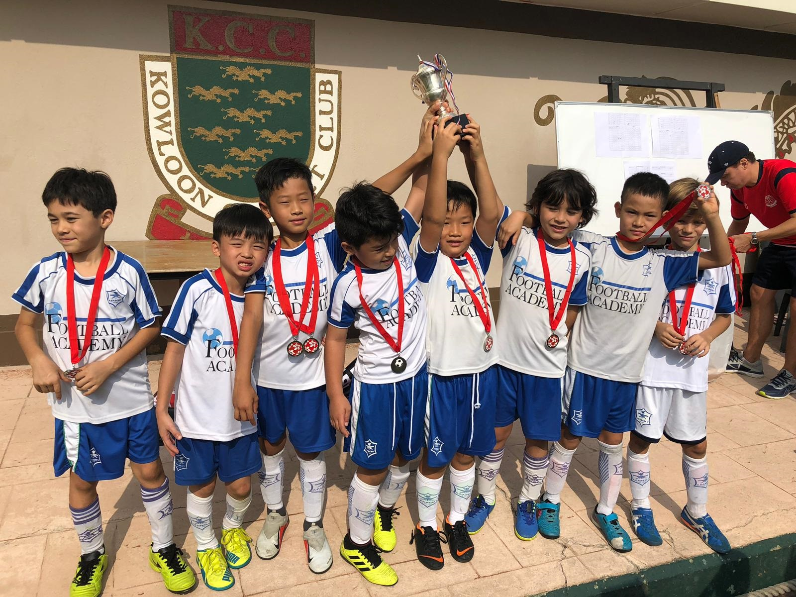 Brilliant win for our U9 boys in the Championship on 24 Nov at the HKJFL U9 Champ.  In 6 matches they conceded zero goals.  Well done boys!